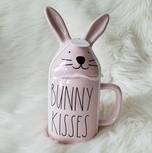 NEW Rae Dunn BUNNY KISSES Topper Mug